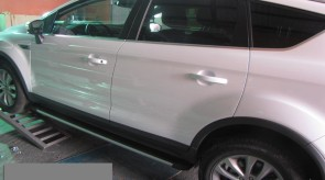 ford_kuga_front_side_step_hermes.JPG
