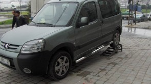 PEUGEOT_PARTNER_SIDE_STEP_WITH_PLASTIC_1.JPG